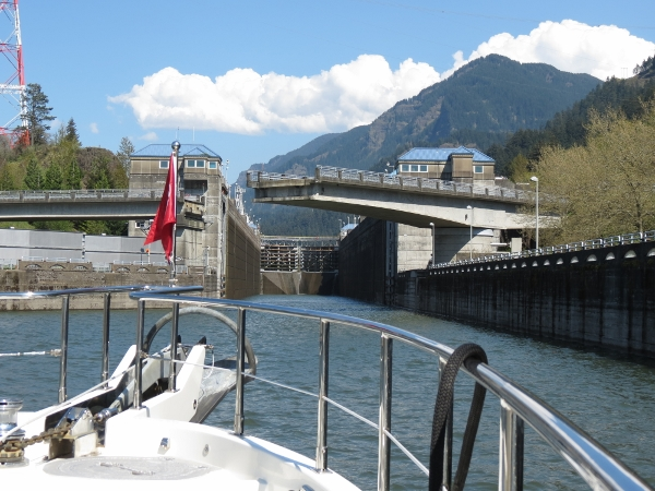 Entering Bonneville Lock